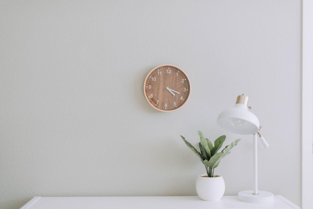 Zegary Które Sprawdzą Się Jako Dekoracja W Salonie